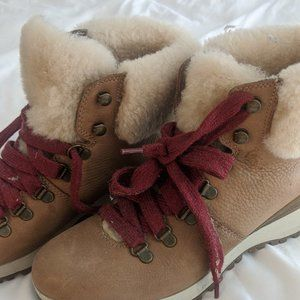 Bionico Sherpa Tan Boots with Red Laces - Non Slip